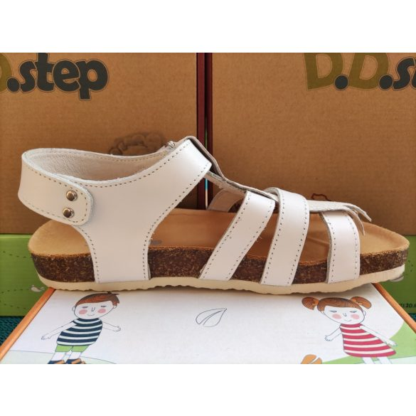 D.D. Step lány bőr szandál 33,36-s méretben